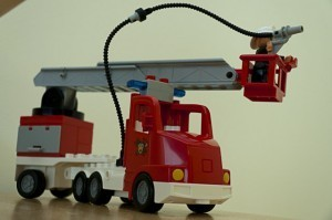 Lego Duplo 2 300x199 Feuerwehrauto und Polizeiauto von Lego Duplo begeistern unsere Kinder
